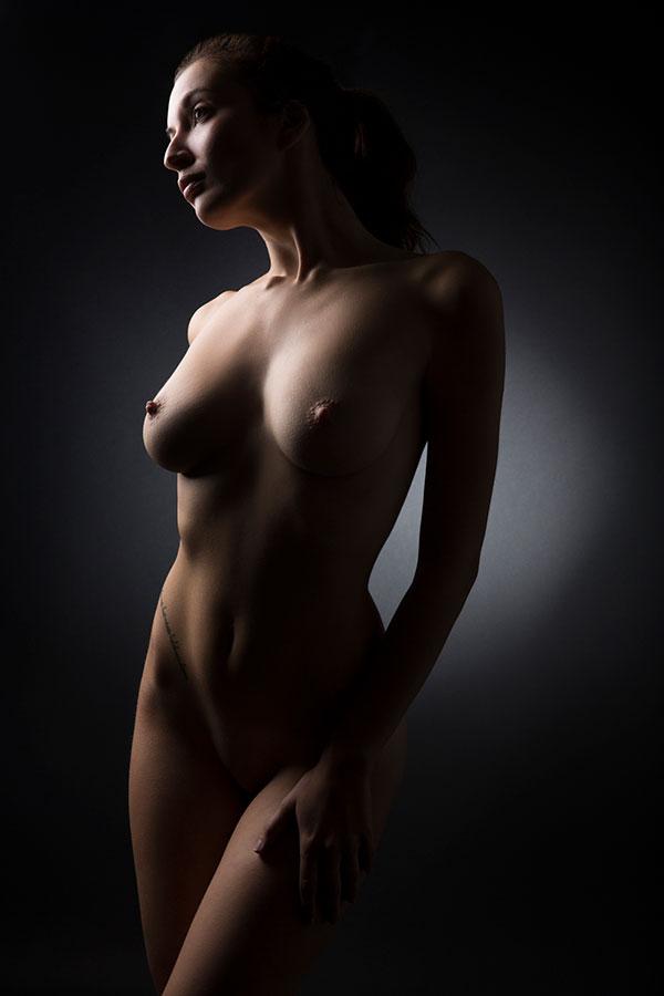 Fine Art Nude photography training - model facing camera - Lindsay Adler Photography