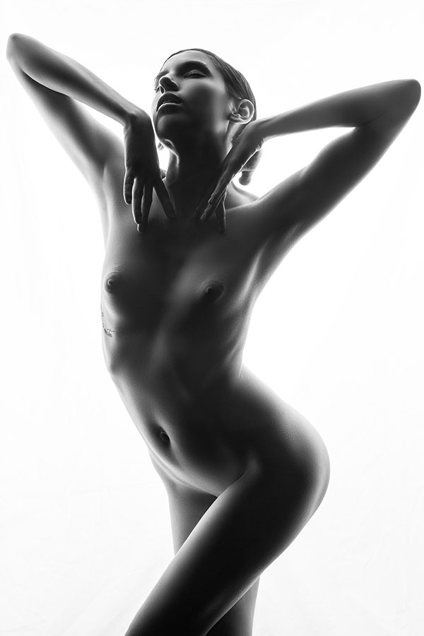 Fine Art Nude photography training - model posing - Lindsay Adler Photography